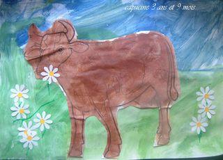 Vache dans le pré de capucine