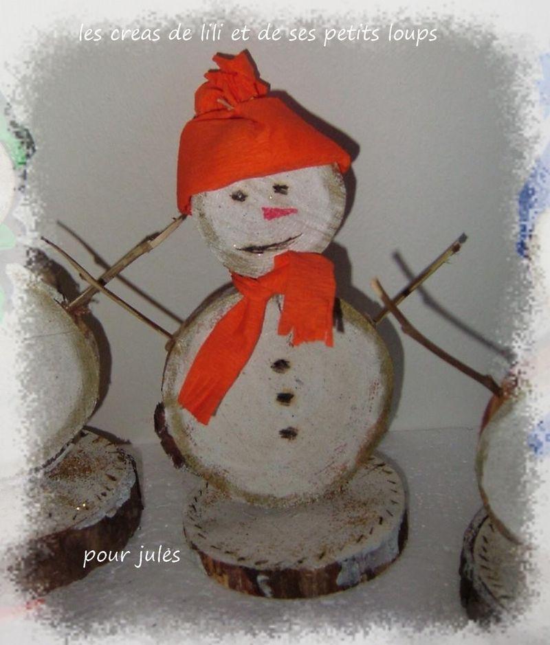 bonhomme de neige en rondins de bois les cr as de lili et de ses petits loups. Black Bedroom Furniture Sets. Home Design Ideas