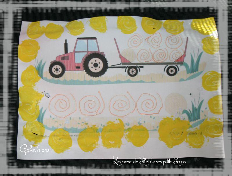 Gabin graphisme sur tracteur et sa remorque de ballots de paille